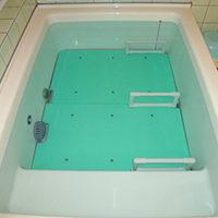 浴そうへのまたぎ動作、浴そう内での座位保持を安全に