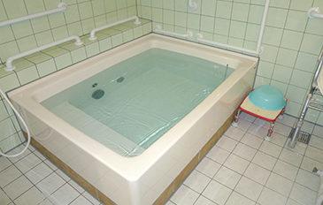浴そうへのまたぎ動作、浴そう内での座位保持を安全に(現状の問題点)