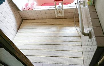 段差を解消、浴室までをフラットに(問題解決のポイント)