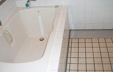 浴そうへの出入りの介助負担を減らしたい(現状の問題点)