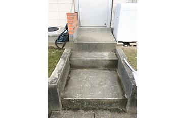 玄関前の階段を安全に昇降したい(現状の問題点)
