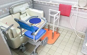 シャワーキャリーから特殊浴そうへの移乗負担を減らしたい(問題解決のポイント)