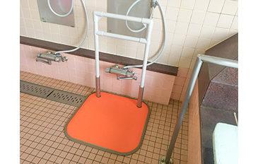 洗い場から浴そうの動線に手すりがほしい(問題解決のポイント)
