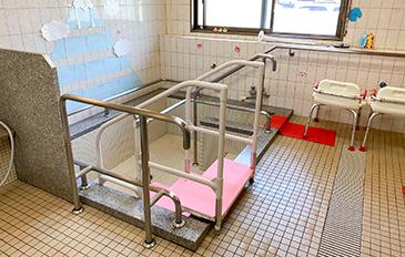 安全に浴そうへ出入りできるよう段差解消をしたい(問題解決のポイント)